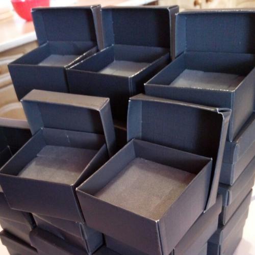 Коробки под ювелирные ихделия и бюжетерию