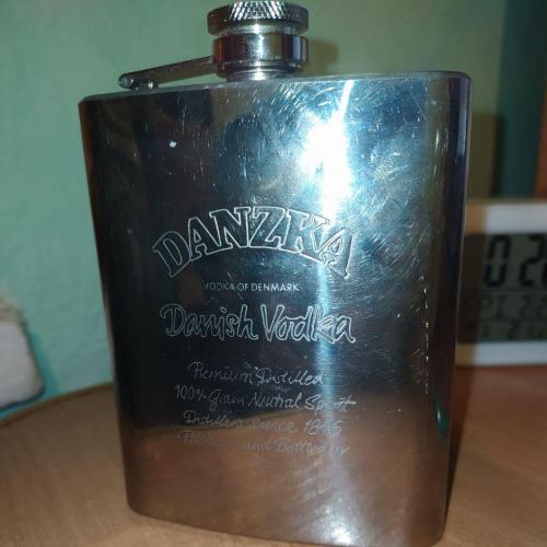 Старая фляга для водки Danzka