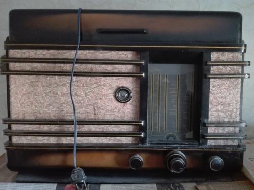 Проигрыватель на пластинках (дерево) + радиоприемник