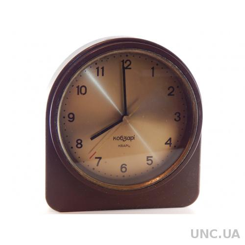 Часы настольные КОБЗАРИ кварц 2564