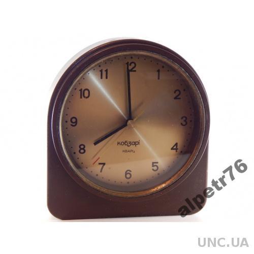 Часы настольные КОБЗАРЫ КВАРЦ DSCN2563