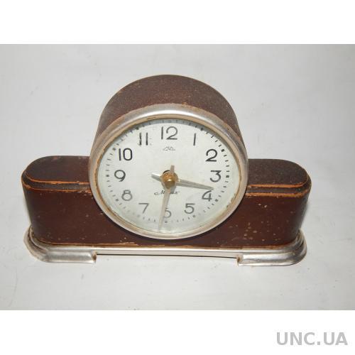Часы настольные МАЯК 2516