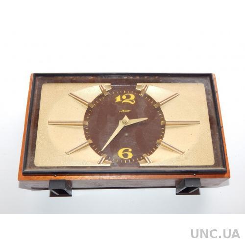 Часы настольные МАЯК  3777