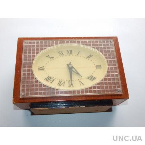 Часы настольные МАЯК 3845