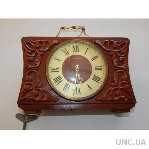 Часы настольные ВЕСНА 2847
