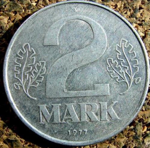 2 марки 1977  = А = НДР