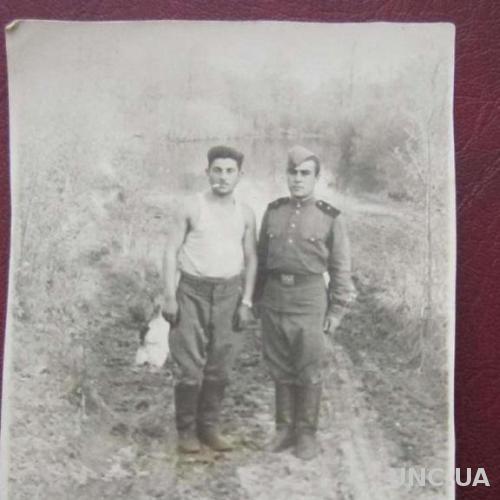 Фото старое Солдатики в увольнении