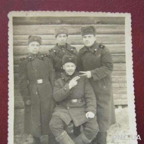 Фото старое Солдатская дружба