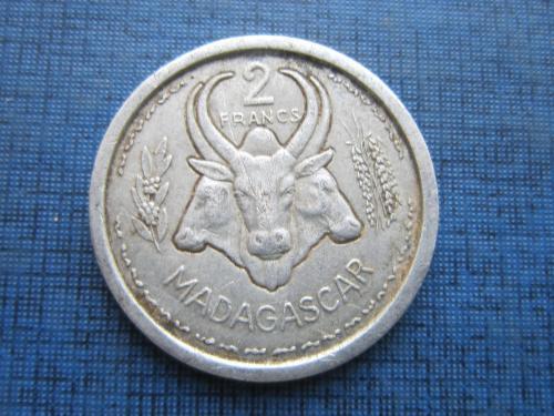 Монета 2 франка Мадагаскар Французский 1948 фауна корова бык