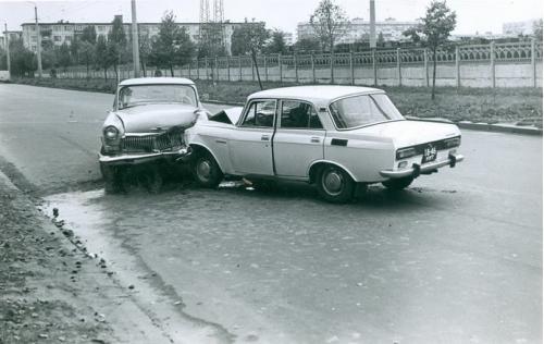 Киев Автомобиль Москвич Волга ДТП Дорожно транспортное проишествие ГАИ 1970-е годы