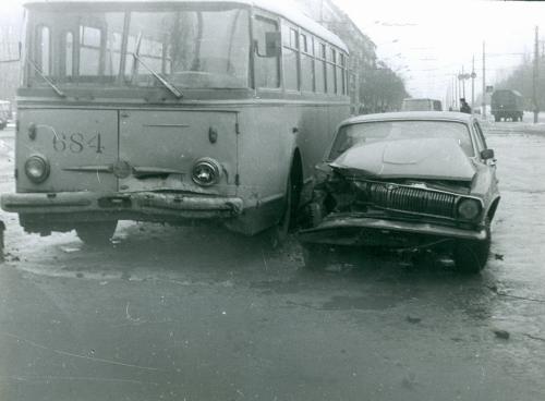 Киев Автомобиль Волга Троллейбус ДТП Дорожно транспортное проишествие ГАИ 1970-е годы
