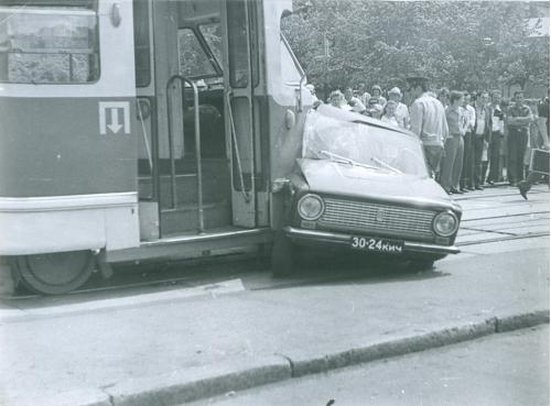 Киев Автомобиль Жигули Трамвай  ДТП Дорожно транспортное проишествие ГАИ Милиция 1970-е годы