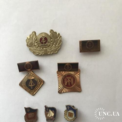 Набор из кокарды, знаков и медалей ГДР