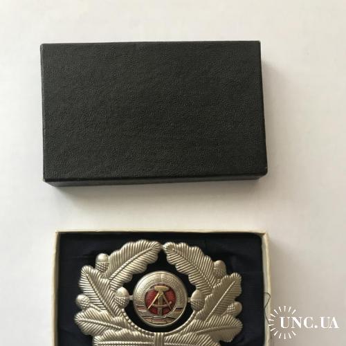 Новая офицерская кокарда ГДР
