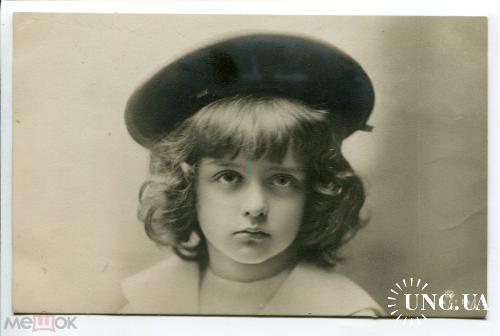Девочка в шляпке. Модница красавица.
