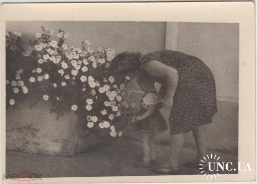 ФОТО.  Дети. Девочка и цветы.