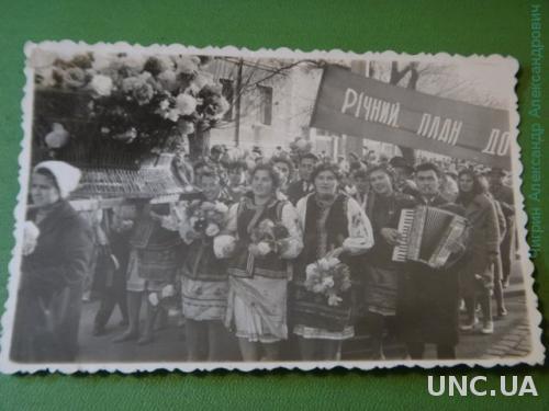 фото.  Украина. Праздник. Парад. Вышиванки.