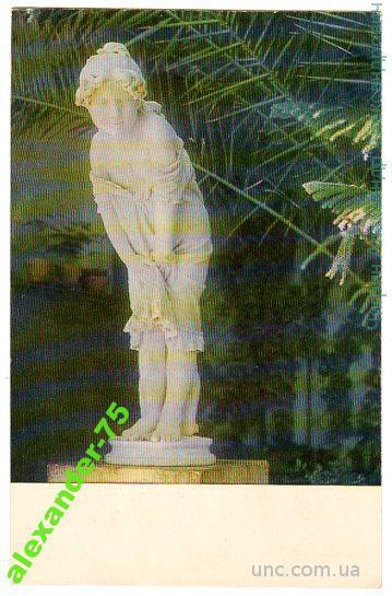 Крым.Алупка.Дворец-музей.Скульптура девочки.