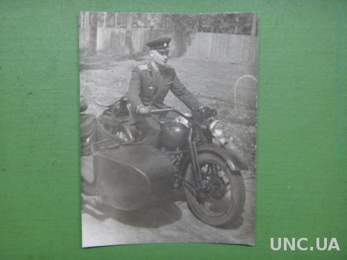 Милиционер на мотоцикле. мотоцикл.