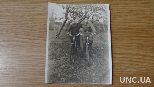 Велосипед. Друзья Товарищи. Военные. Велосипеды.