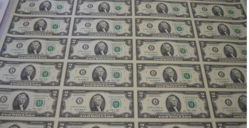 Неразрезанный лист банкнот США номиналом 2$