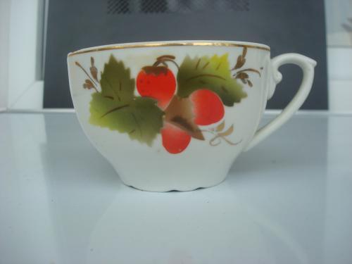 Чайная чашка земляника Барановский фарфоровый завод (Барановка) клеймо 1950 - х годов.