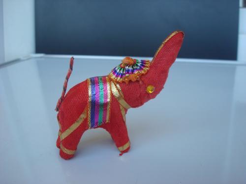 Индийский слон чёрный красный оранжевый. Сувенир из Индии