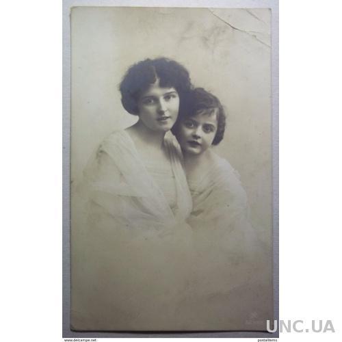 12844 Россия. Мать с ребенком.