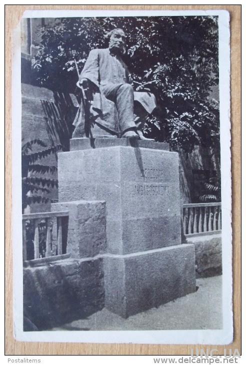 3729 Украина. Крым. Феодосия. Памятник Айвазовскому