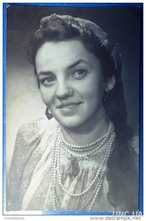 СССР Фотография молодой женщины с бисером. Украина