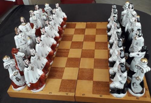 Шахматы фарфоровые - Мушкетёры. Редкие. Коллекционные.