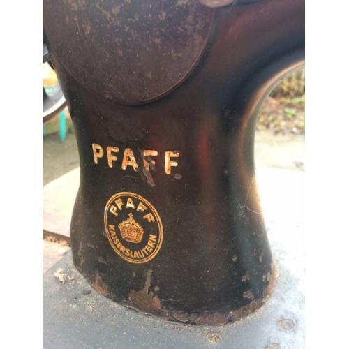 Швейная машинка PFAFF 134, станина Singer