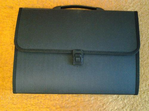 Пластиковый портфель - папка  на 12 регистров , под формат А - 4