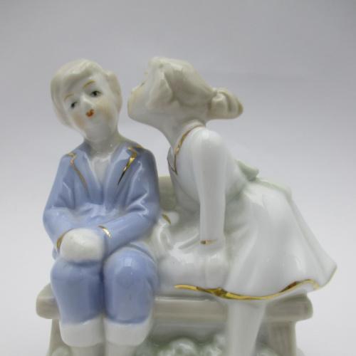 Статуэтка Влюбленная парочка Пара на лавочке фарфор
