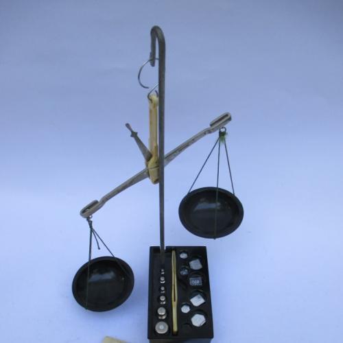 Весы равноплечие ручные +  Разновесы