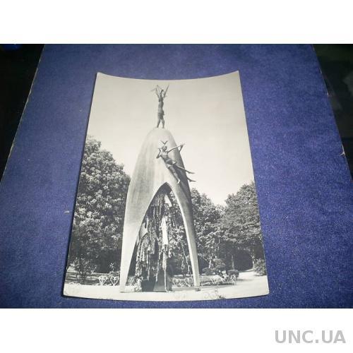 Хиросима. Памятник девочке Садако-жертве (1974 г.)