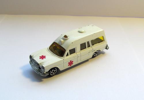 Mercedes Ambulance Norev  mini Jet 318977 1:64 сделано во Франции 1970-е