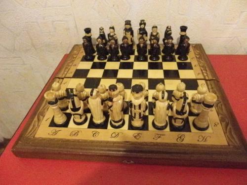 Шахматы ручной работы на доске 52 х 52 см.