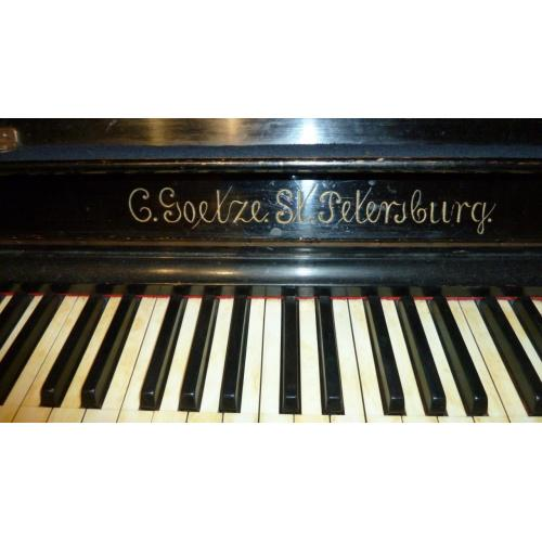 Старинное пианино C.Goetze St.Petersburg