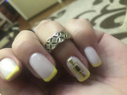 Золотое кольцо с бриллиантоми