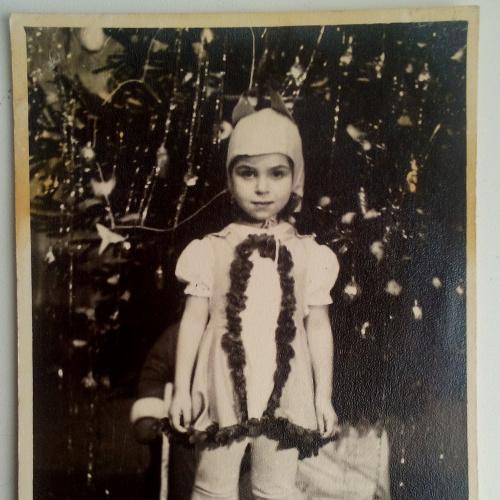Фото. Дети. Белочка. Новый год. Елка. Детский сад.