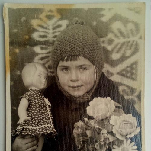 Фото. Дети. Кукла. Цветы.