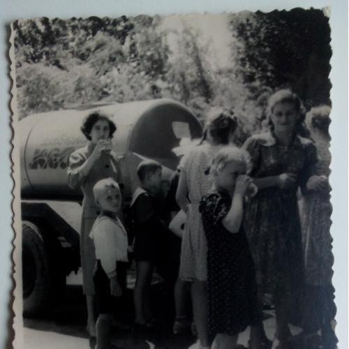Фото Дети Люди Машина Квас Хлебный квас СССР