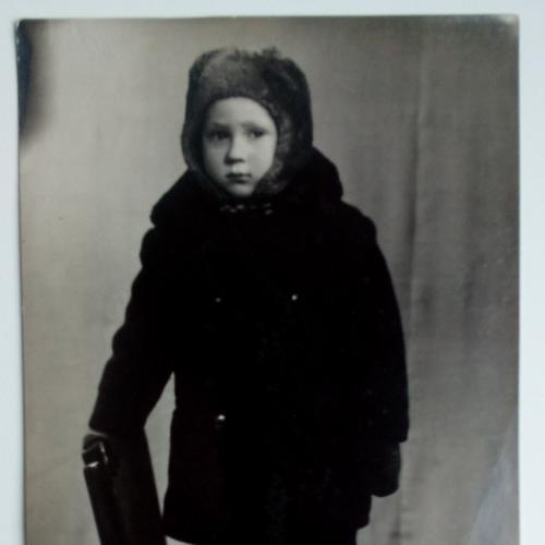 Фото Дети Мальчик Стул Зимняя шапка пальто ботинки
