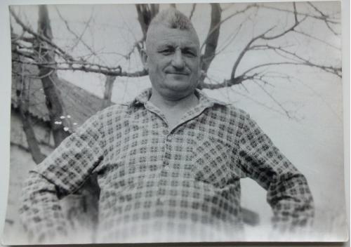 Фото Молодой мужчина Рубашка  Дерево