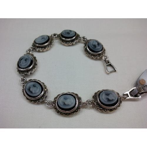 Серебряный браслет с камелиями из холодного фарфора