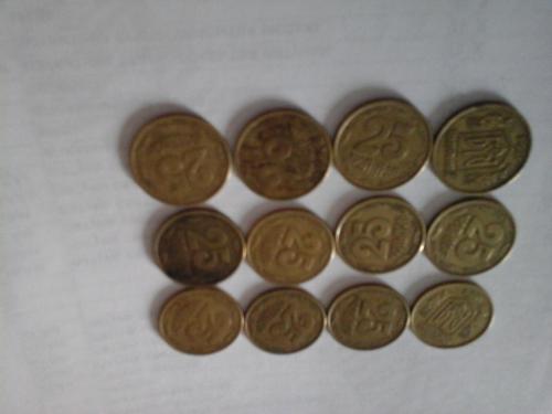 25 копеек 1994 года 12 штук, в 1 монете очень крупные насечки, в 11 шт мелкие насечки