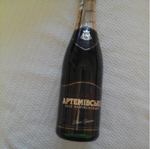 Артемовское вино игристое белое полусладкое 2008 год 0,75, На бутылке указан 2007 год