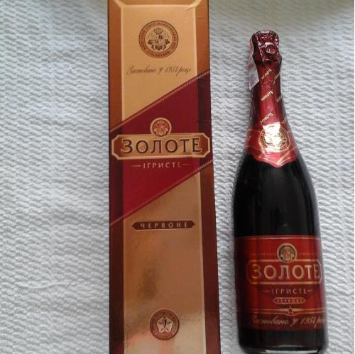 Игристое  красное  вино. Золоте  виноградное 2007 год, 0,75, и коробка к нему