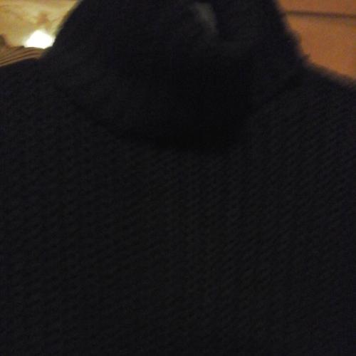 Свитер черный длинный 80 см длина, вязанный, под горло, 46- 48 размер, б /у
